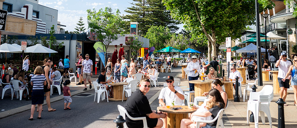 Mandurah street scene with people eating and enjoying outdoors